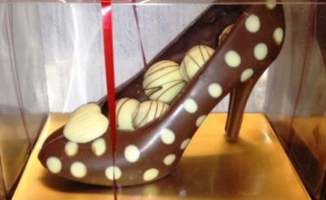 Milk chocolate shoe with truffles